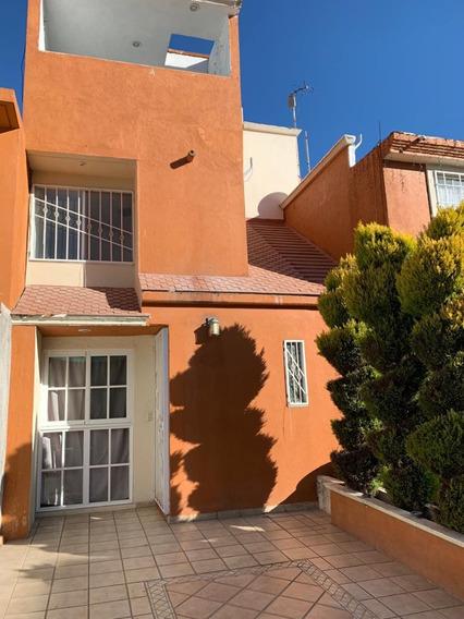 Excelente Casa De 3 Niveles Con 3 Recámaras Y 2 1/2 Baños