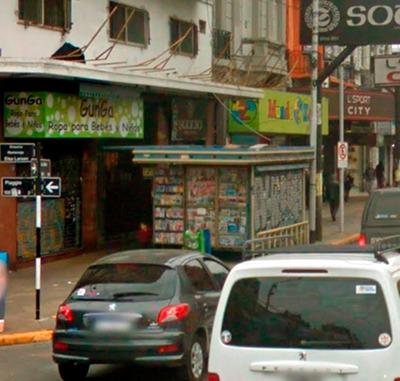 Parada De Diarios Y Revistas A Pasos Plaza De Avellaneda