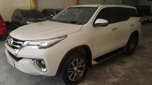 Imagem 1 de 12 de Toyota Sw4 2019 2.8 Tdi Srx 7l 4x4 Aut. 5p