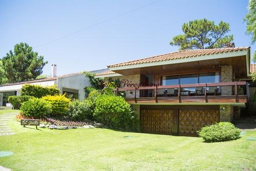 Casa En Venta En Playa Mansa, Punta Del Este, 4 Dormitorios- Ref: 19301