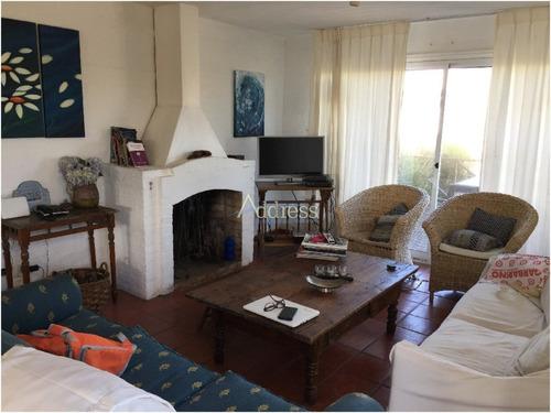 Casa En La Barra, 4 Dormitorios *- Ref: 2089