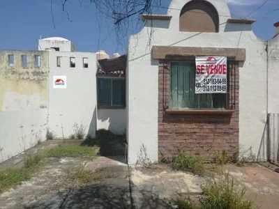 Casa Sola En Venta Calle Ramon Corona, Col Real Centenario A Una Cuadra De Av. Pablo Silva, V De A