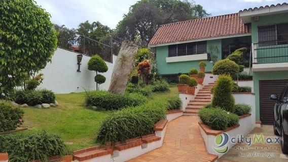 Casa En Venta En Arroyo Hondo Con 4 Habitaciones