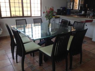 Mesa Elegante De Comedor Con 8 Sillas Tapizadas En Polipiel