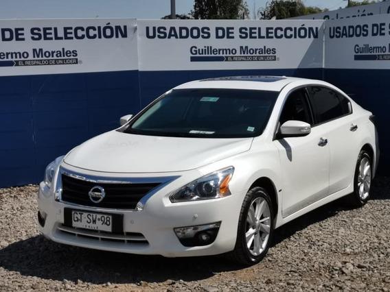 Nissan Altima . 2014