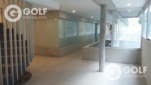 Ambiente En Parque Batlle Ideal Para Consultorio U Oficina, Con Patio Exclusivo.
