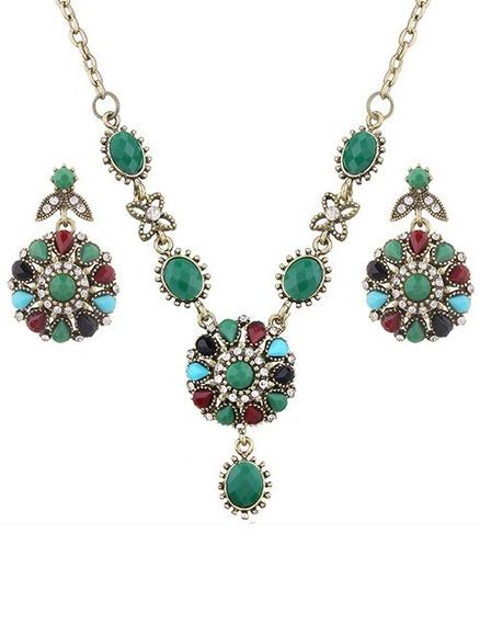Collar Verde Con Diamantes Fantasía