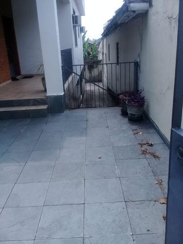 Casa Com 2 Quartos Varanda Armários Quintal À Venda,   96 M²  - Quintino - Aec2033
