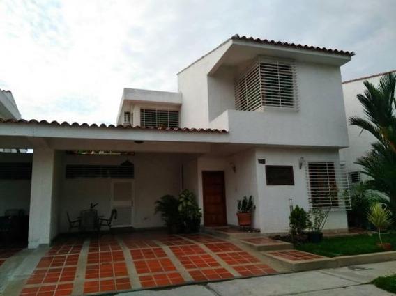 Casa En Venta En Trigal Norte, Valencia Carabobo 19-3651 Em