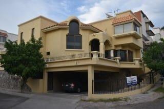Se Vende Casa Dentro De Residencial En Terrazas Del Mirador