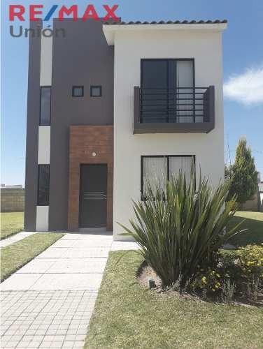 Venta De Casa En Residencial San Gerardo Mod. Malaga Coto 89