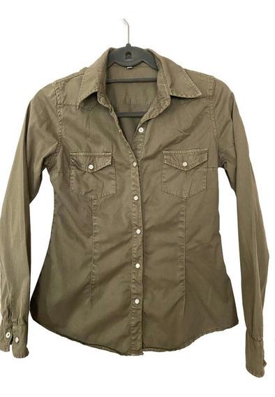 Camisa Entallada Verde Militar Prelavada Bolsillos Sin Logo