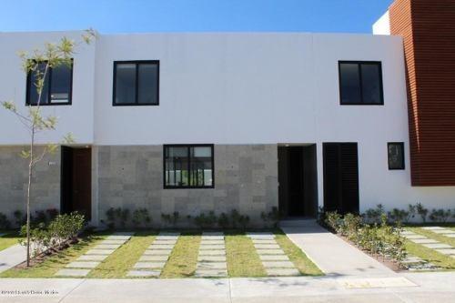 Casa En Venta En Altos De Juriquilla, Queretaro, Rah-mx-20-20