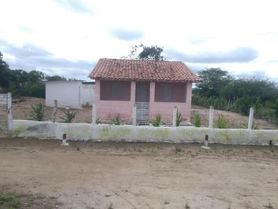 Casa Com 4 Cômodos E 1 Banheiro Externo.