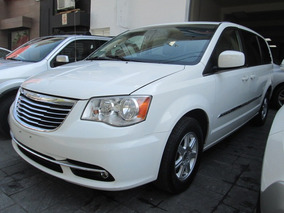 Town & Country Touring Impecable 2013