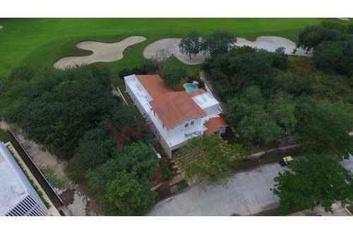 Casa En Venta Yucatan Country Club En Mérida Yucatán, Frente Al Campo De Golf,cuenta Con Alberca.