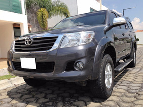 Fantastica Camioneta Toyota Hilux Sr 2015