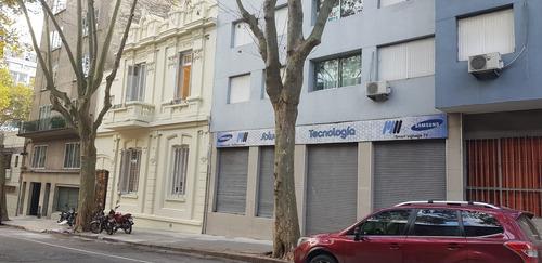Alquilo Local Centrico A La Calle Con Entrepiso 15m Frente