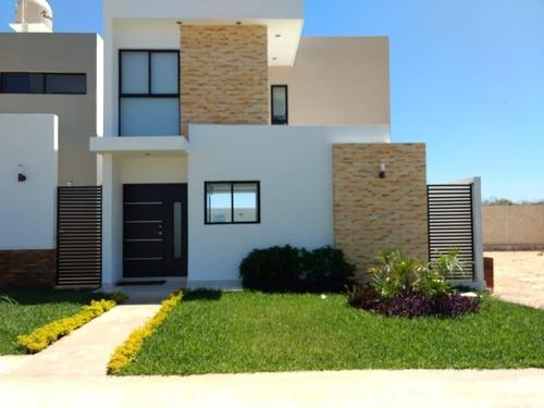 Hermosa Casa En Residencial Puerta De Piedra, 2 Plantas, 3 Habitaciones, Mérida, Yucatán