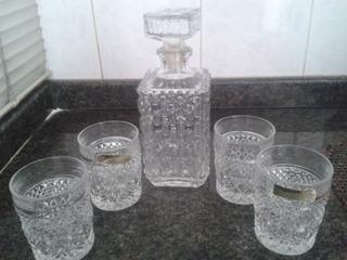 Juego De Licorera Con 4 Vasos De Cristal De Bohemia