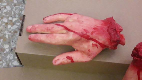 Mano Mutilada Sangre Halloween Terror Teatro Goma Real