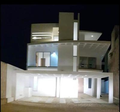 Renta De Casa De 4 Rec. En Residencial Aqua Cancún, Sobre Av. Huayacán