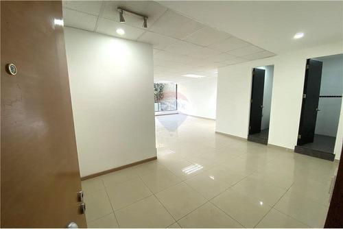 Imagen 1 de 17 de Oficina En Providencia Con Estacionamiento Y Bdega