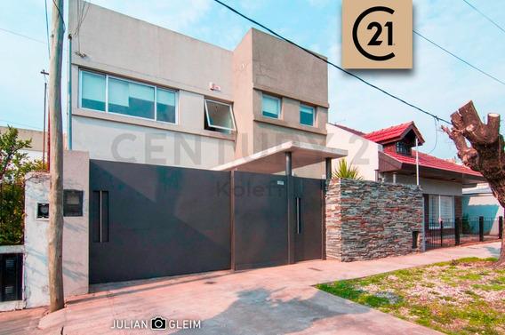 65 Entre 134 Y 135, Casa En Venta, Los Hornos.-