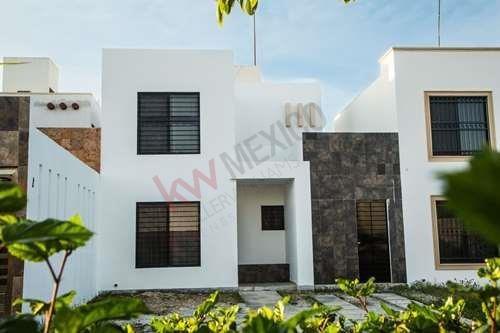 Casa En Renta - Residencial Cataluna - Playa Del Carmen - Quintana Roo - Mexico