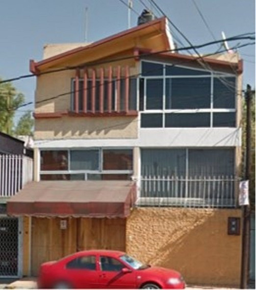 Casa Con Amplio Estacionamiento