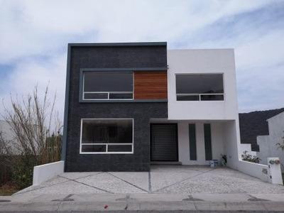 Hermosa Casa De 4 Pisos En Cumbres Del Cimatario