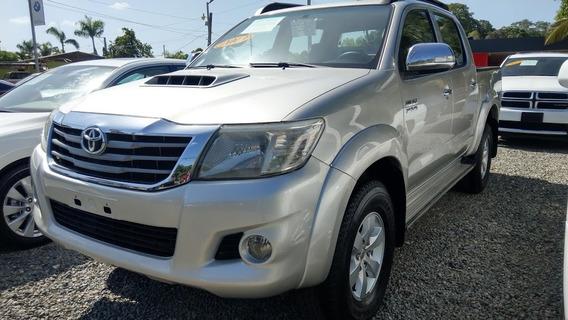 Toyota Hilux Srv Gris 2013