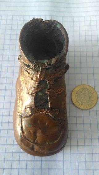 Zapatito Antiguo De Cobre Con Agujetas.