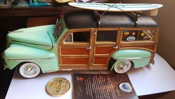 Miniatura Ford Woody Surf Road Signature 1948