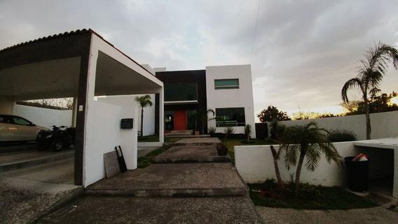 Hermosa Residencia En Vista Real Con Alberca, Jardín, 4 Recámaras, 6 Baños..