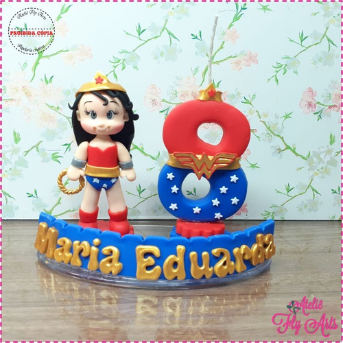 Mini Topo De Bolo Em Biscuit Mulher Maravilha Modelo 2