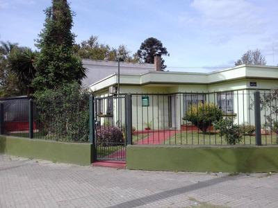 Casa De 3 Dorm Con Jardin , Garage Y Fondo Con Parrillero