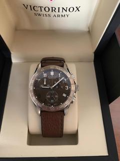 Relógio Victorinox - Pulseira Em Couro Marrom