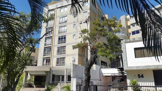 Apartamento En Venta Los Naranjos De Las M. Código 20-10339