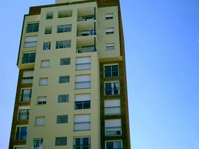 Dueño Vende, Apartamento En Buceo, 4 Dormitorios/2 Baños/etc