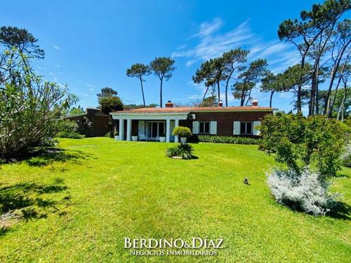 Herrmosa Residencia En Playa Mansa- Ref: 793