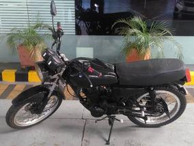 Motocicleta Akt