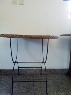 Mesa Ratan Con Patas De Hierro.
