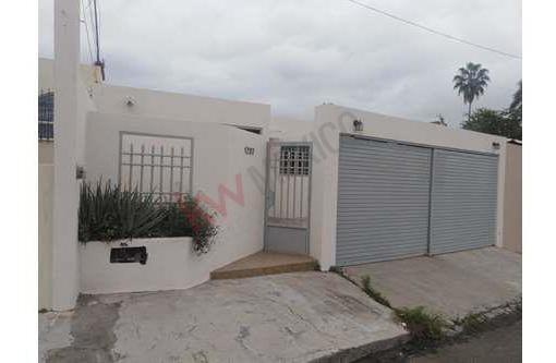 Bonita Casa, Muy Bien Ubicada En La Zona Mas Alta De Culiacán