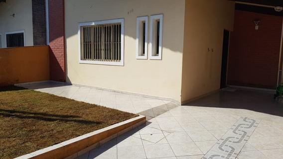 Casa Com 3 Quartos E Churrasqueira. Peruíbe/sp Ref. C938