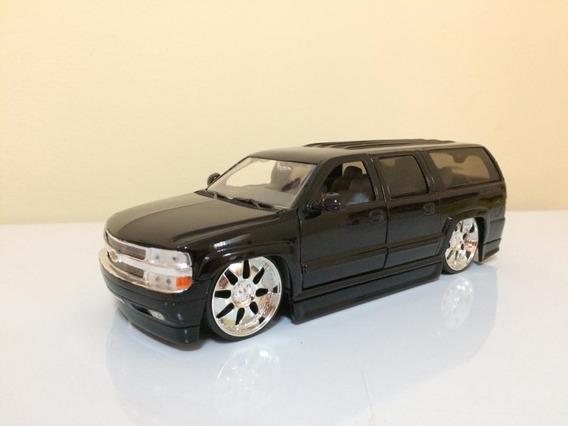 Chevrolet Suburban 2000 Escala 1/24 Carros De Colección