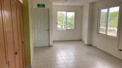 Renta De Oficina Sobre Av Kabah 127 M2