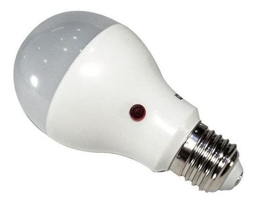Imagen 1 de 3 de Lampara Led 12w C Fotocelula E27 Luz Fria Enciende Sola