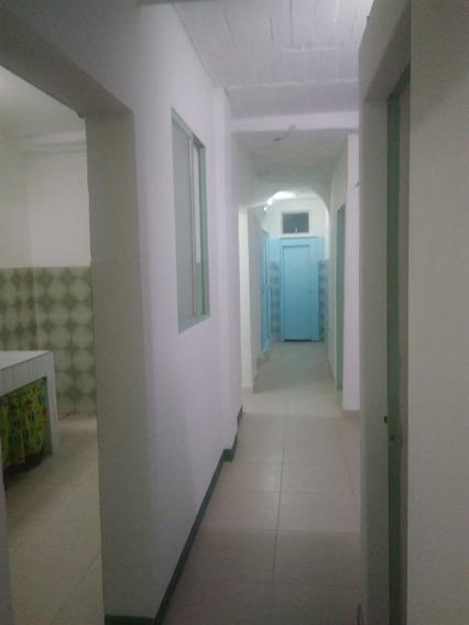 Se Alquila Casa Primer Piso,3 Habitaciones Con Closet,