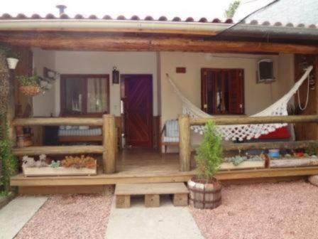 Casa Em Hípica Com 2 Dormitórios - Mi11600